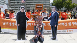 Trumps beslut för drygt en vecka sedan att ställa in det planerade toppmötet utlöste protester bland annat i Seoul i Sydkorea