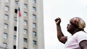 En deltagare i en demonstration för transpersoners rättigheter i New York i juni 2018.