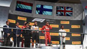 Verstappen, Räikkönen och Hamilton står på prispallen
