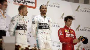 Bottas, Hamilton och Leclerc på pallen i Bahrain.