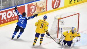 Lundqvist har gett sig för femte gången i VM-kvarten.
