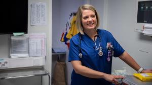 Akuuttilääkäri Iita Daavittila työskentelee akuuttilääkärinä Oulun yliopistollisessa sairaalassa.