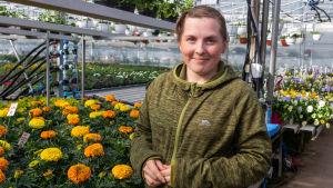 Cassandra Wikström i växthus.