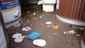 Sopor vid ekopunkten i Gumbostrand i Sibbo