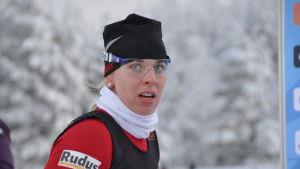 Maija Hakala förde Hämeenlinnan Hiihtoseura i mål som etta.