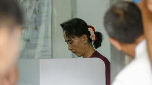 Aung San Suu Kyi röstar i Rangoon.