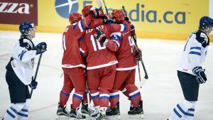 Ryssland firar mål, Finland-Ryssland, JVM 2015-2016.