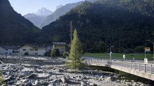 Den jordskredsdrabbade byn Bondo i schweiziska Alperna.