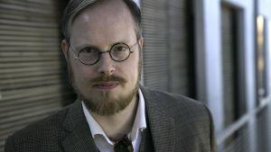 Jeppe Gjervig Gram - mannen som skapat dramaserien Bedrägeriet.