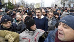 Micheil Saakasjvili befrias av anhängare i Kiev.