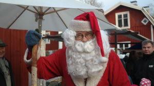 Julgubbe på julmarknad i Pargas