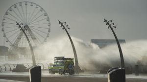 Stormen Eleanor står till mor Blackpool i Storbritannien.