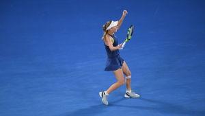 Caroline Wozniacki jublar över segern i Australian Open.