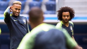 Neymar och Marcelo förbereder sig inför VM-matchen mot Costa Rica.