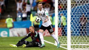 Marco Reus firar mål mot Sverige.