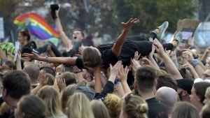 Upp till 65 000 unga kom till rockkonserten i Chemnitz