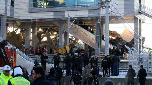 Tågolyckan inträffade ungefär kl.05.30 lokal tid (en timme senare finsk tid). Senare på morgonen var räddningsoperationen fortfarande i full gång.