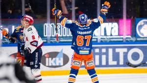 Tapparas Tomas Zaborsky firar sitt segermål i förlängningen av bronsmatchen mot HIFK våren 2019.