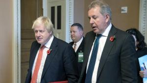 Boris Johnson och Kim Darroch på en arkivbild från Washington. Bilden tagen 8.11.2017.
