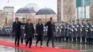 Statsminister Sanna Marin träffar förbundskansler Angela Merkel i Berlin.