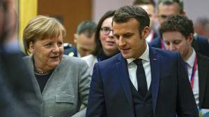 Emmanuel Macron och Angela Merkel tillsammans vid Europeiska rådets möte i Bryssel den