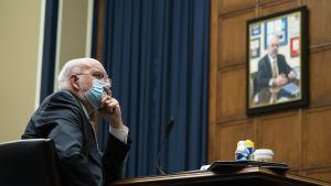 Smittskyddscentret CDC:s chef Robert Redfield vitnade den här veckan om coronapandemin inför kongressen.