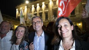 Den nyvalde borgmästaren i Bordeaux, Pierre Hurmic, firade sin seger under miljöpartiet EELV:s flagga.