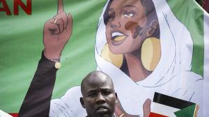 """""""Kvinnan i vitt"""", den 22 åriga Alaa Salah blev demokratins symbol i Sudan som i fjol gjorde sig av med diktatorn Omar al-Bashir."""