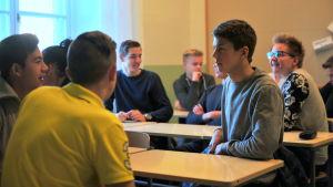 Öviselever spånar idéer för Nyhetsskolan.