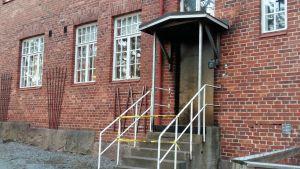 Dörren till Norrgårds konstklinik.