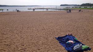 Badhanduk på plagen i Lovisa