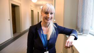 Sannfinländarnas presidentkandidat riksdagsledamot Laura Huhtasaari inför riksdagsgrpupens möte i Helsingfors den 12 oktober 2017.