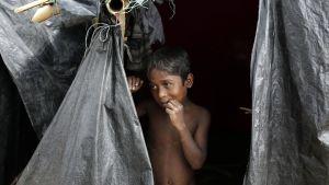 En rohingyapojke i ett flyktingläger i Bangaldesh