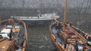 Tre skepp i dockan på Sbveaborg.
