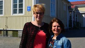Tekniska direktören i Pdersöre, Yvonne Liljedahl-Lund och rektor Maria Östberg vid Bennäs skola