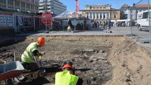 Utgrävning vid Salutorget i Åbo.