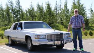 Kurt Eksten med sin vita sommarbil, Cadillac Fleetwood Brougham