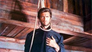 Clint Eastwood kuvassa hirttosilmukka löysästi kaulan ympärillä.