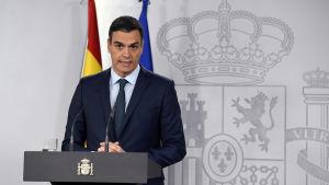 Spaniens premiärminister Pedro Sanchez hotar att erkänna Guaido som president om val inte kungörs i Venezuela inom åtta dagar