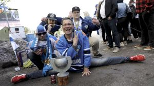 De finska fansen fortsätter fira.