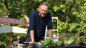 Strömsön kokki Anders Samuelsson puutarhakeittiössä