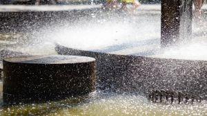 Vatten vid fontän.