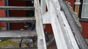 slitet trappräcke utomhus