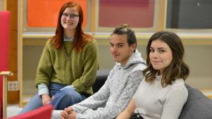 Tre studerande vid Västra Nylands folkhögskola.