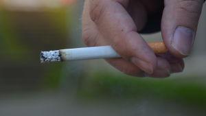Cigarett.