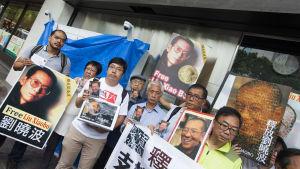 Demonstranter kräver att Liu Xiaobo friges.
