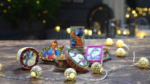 Små mexiko inspirerade askar på ett brunt bord i Strömsö villans sal.