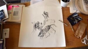 Konstnär Ylva Holländers tuschteckning