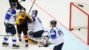 Frederik Tiffels gör mål på Finland.