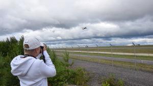 Bild på 13-åriga flygentusiasten Eelis Heikkinen.